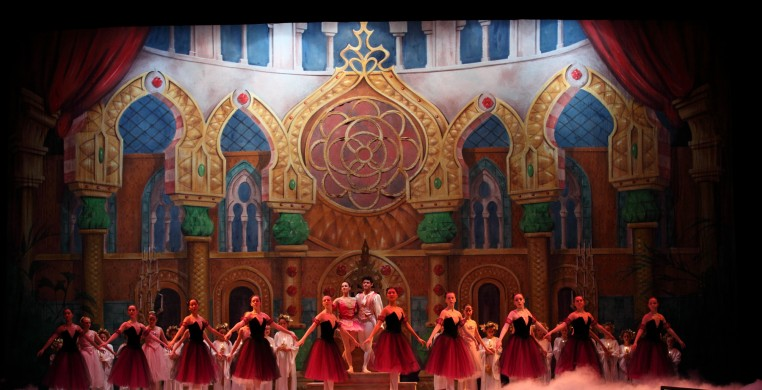 "Von Heidecke's Chicago Festival Ballet and the New Philharmonic Orchestra present ""The Nutcracker"""