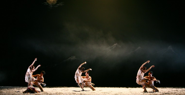 Photo courtesy of Beijing Dance Theater