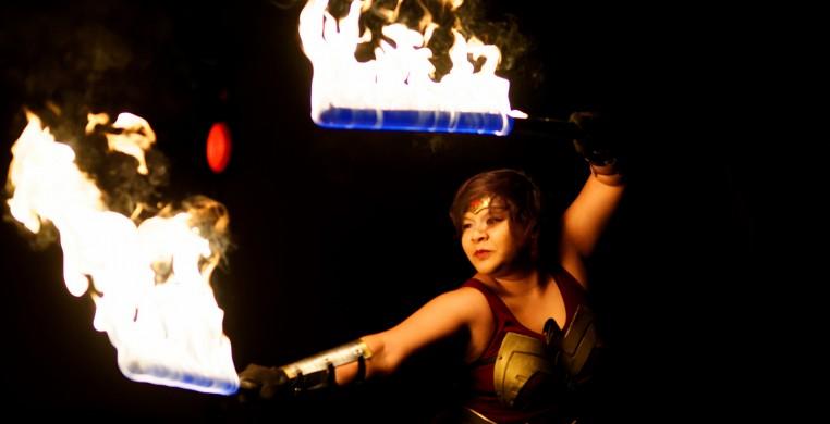 Raks Geek: Firespinner in Wonder Woman Cosplay
