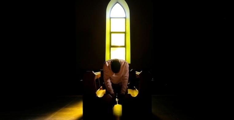"""Ngokuhlaziya kanye nezingxoxo zocingo nabesifazane abathathu asebekhulile, umdansi waseNingizimu Afrika uLorin Sookool (osesithombeni) wenze le video """"i-Prayer Room"""" ekuphakameni kwe-COVID-19 lockdown. Isithombe sihlonishwa nguLorin Sookool."""
