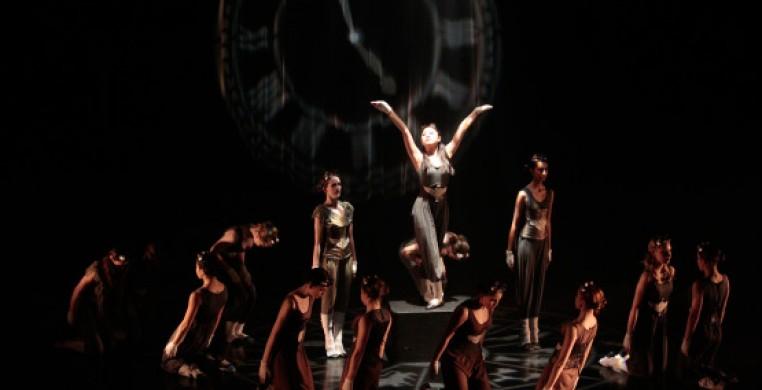 Performance at Doris Humphrey Memorial Theatre. Photo by Lisa Green.